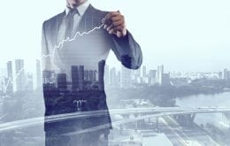 Business man drawing a quarterly growth graph